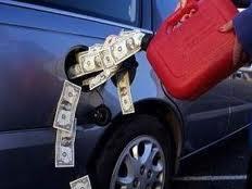 Азарову нравится смотреть на бензин