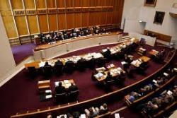 Парламент хочет лишить суды полномочий влиять на телевидение и радио