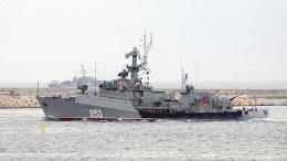 Кабмин пустил военные корабли России в Севастополь