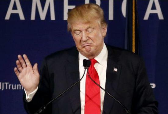 Трамп сильно сдает позиции