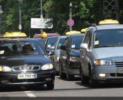 Цены на бензин пересадили киевлян со своих авто на такси