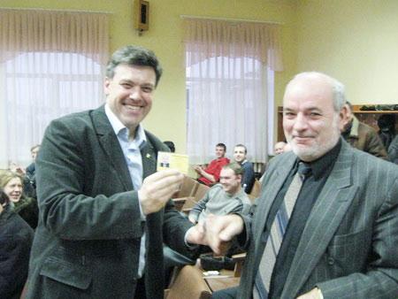 Янукович вступил в партию Тягнибока