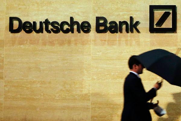 Fitch намерено пересмотреть рейтинг Deutsche Bank