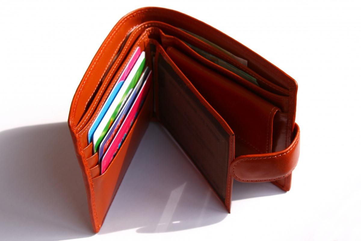 Кредитка или кошелек: чем выгодней пользоваться в путешествиях