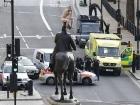 Голый украинец оседлал статую в центре Лондона