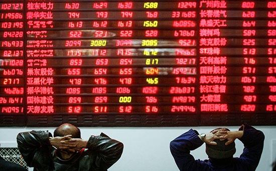 Продолжающееся падение цен на сырую нефть добавило давления на фондовый рынок