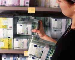 В Украине продолжает дорожать евро