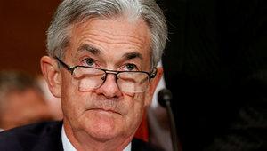 Президент ФРС пообещал поднять ставки после падения акций