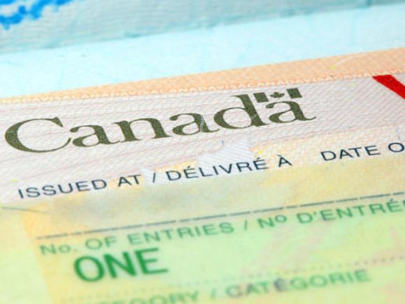 ЦБ Канады пытается сдержать резкий рост цен на жильё