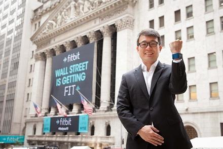Цена акций Fitbit (FIT) опустилась ниже $20