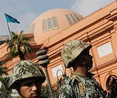 Военные власти Египта распустили парламент и отменили конституцию