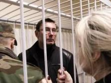 Луценко оставили в тюрьме