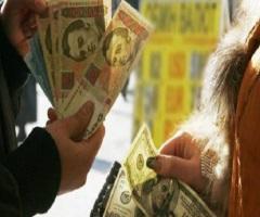 Американские сенаторы предложили спасти гривну привязкой к доллару