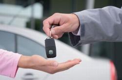 Зарегистрировать машину станет дешевле