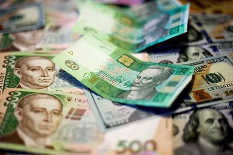 Самые крупные украинские банки «уходят в кэш»