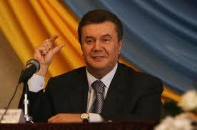 Эксперт: Янукович хочет ослабить полномочия Азарова