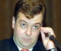 Медведев поручил ограничить рост ЖКХ
