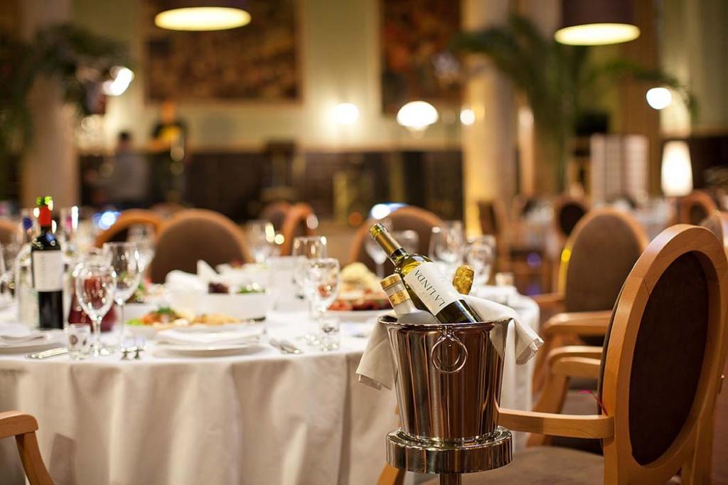 Чтобы удержать цены, рестораны вынуждены перейти на национальные продукты
