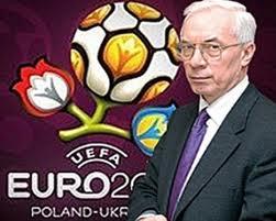 Азаров поздравил украинцев с началом Евро-2012