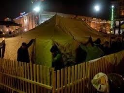 Палаточный городок разобрали митингующие(посмотрите через веб-камеру)