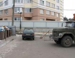 Кабмин запретил парковаться возле мусорок