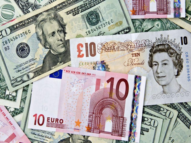Британский фунт снижается к доллару в преддверии парламентских выборов