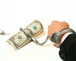 Должников банков могут выселить из квартиры и запретить выезд за границу