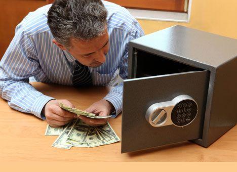 Так что лучше: депозит в украинском банке или резанная зеленая бумага на полке?