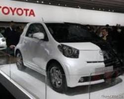 Toyota отзывает 882 тыс. автомобилей из-за неисправностей в зеркалах заднего вида