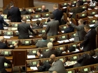 Оппозиция предлагает не засчитывать голоса незарегистрированных депутатов