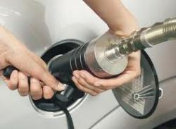 Эксперты советуют автомобилистам переводить машины на газ