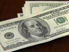 Эксперты не советуют конвертировать сбережения в американской валюте