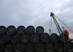 Нефть снова дешевеет после роста накануне