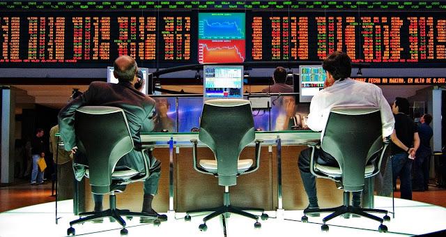Хедж-фонды снизили количество ставок на удешевление нефти до 11-месячного уровня