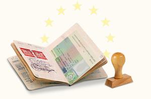 Янукович предлагает упростить оформление виз для ряда категорий украинцев