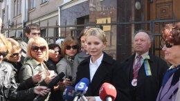 Тимошенко хочет ходить в Генпрокуратуру только с новым адвокатом
