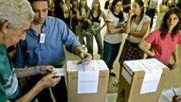 Аргентинцы начали голосовать за президента и парламент