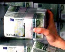 На наличном рынке Украины продолжает дешеветь евро