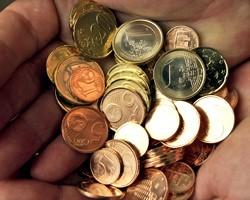 На межбанке незначительно подешевели евро и доллар