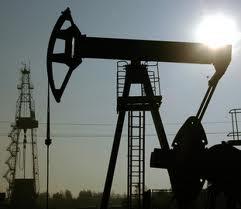 США и Саудовская Аравия сбивают цены на нефть